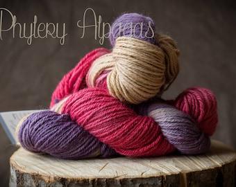 hand dyed alpaca yarn, violet pink. Teint main fil alpaga, violet et rose
