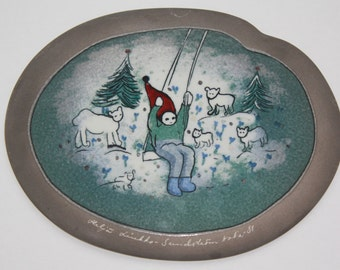 """Collectible wall plate """"Keinuva Tonttu"""" """"Swinging Gnome"""" by Arabia Finland"""