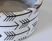 "Modern Black and White Arrow print 12"" Self Warming Cat Bed"