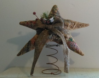 pRiMiTiVe ChRiStMaS   QUILTED sTaR ChRiStMaS tRee ToPPeR mAntLe DoLL