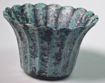 "eb2279 Old Metal Iron ?? Planter Catch-All Mottled Green Scalloped Edges 3.875"" Tall with a 3"" Diameter Base 1980s"