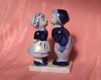 Delft Kissing Couple, Hand-painted Dutch Delft Blue DAIC Boy Kissing Girl Collectible Figurine, Delft Boy & Girl, Traditional Holland Decor
