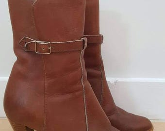 Brown leather, high heel ankle boots. Womens, size 9M. Made in Canada. Good condition.