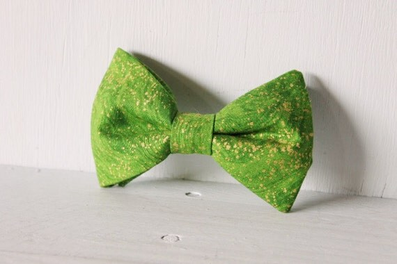Dog bow tie >> Green and gold Christmas bow with elastic >> Pet gift