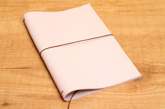 Cuaderno de cuero hecho a mano, estilo Midori Traveler's Notebook tamaño Regular/Wide - Rosa Cuarzo