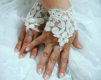 Ivory lace gloves, Bridal Fingerless Gloves, Lace Wedding Accessory, ivory lace wrist gloves with small flowers