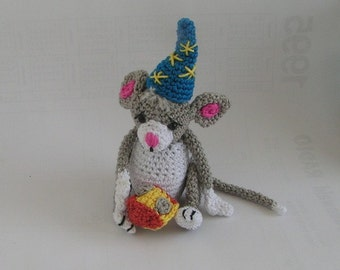 Mouse with cheese crochet pattern