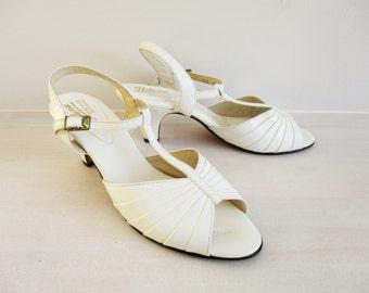 Wedding Heels, White Bumps, Open Toe High Heel Shoes, Vintage Women's Footwear, Leather Heel Sandals, Slingbacks Size 9 1/2B