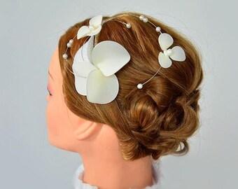 First Communion headband, First communion headpiece, Floral headband, White headband, Flower girl headband, Hair piece, modern fascinator