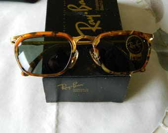 Vintage Rare B&L Ray Ban Classic Western Rectangle W 1988 YRAY Sunglasses. Made in the USA. N O S.  EXC *****