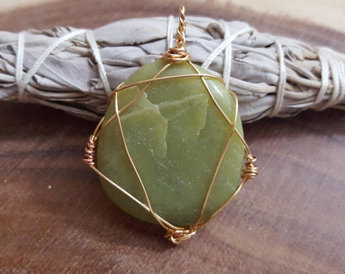 Nephrite Jade wire wrapped pendant, Reiki infused (WW16)