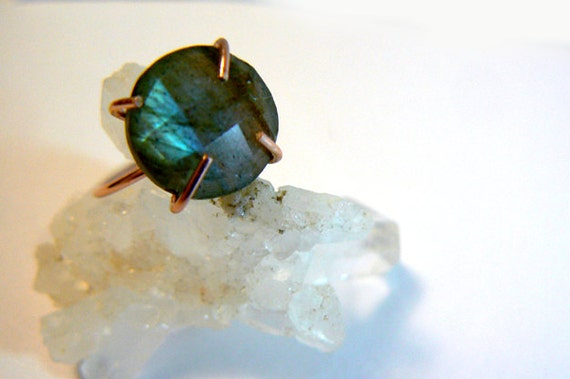Labradorite gemstone gold ring- Rose gold filled gemstone ring size 8- Boho trendy flashy stone ring- Cocktail blue ring-Women jewelry gift