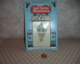 1:12 scale Dollhouse Miniature Vintage Newspaper Kite