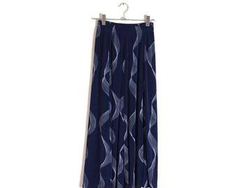 Vintage Blue white skirt / 70s A line stretch skirt / dark blue retro skirt with white pattern / sleek blue skirt / 70s long skirt / UK 8