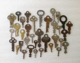 Vintage to Antique Flat Keys Lot / 35 Keys / Collectible Keys /