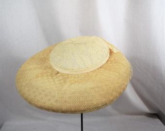 Vintage 1950s off white, ivory portrait lace hat with ribbon trim