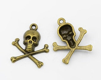 4 Antiqued Bronze Skull & Crossbones Charms