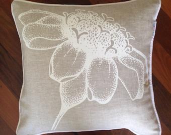 Flower power white cover ( 50x50cm)