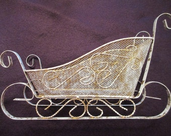 Gold with white sponging wire mesh metal Santa's sleigh / sled