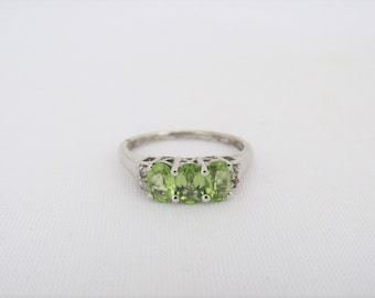 Vintage Sterling Silver Natural Peridot & White Topaz Ring Size 9