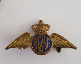 Vintage late 1940's to 1950's Royal Canadian Air Force lapel pin, gold tone enamel 3/4""