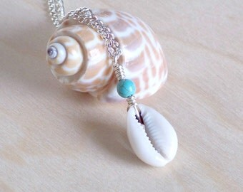 Turquoise Howlite and Cowrie Shell Necklace, Wire Wrapped Cowrie Shell Beach Necklace, Boho Shell Pendant Necklace