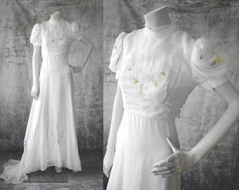 1970s Wedding Dress with Embroidery XS Size 2 Wedding Dress with Train Short Sleeve Dress Bridal Gown Fairytale Wedding Modest Wedding