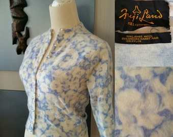 Vintage 50s 1950s Blue Floral print cardigan // Lambs wool // angora // pin up // retro // 32 inch chest // small