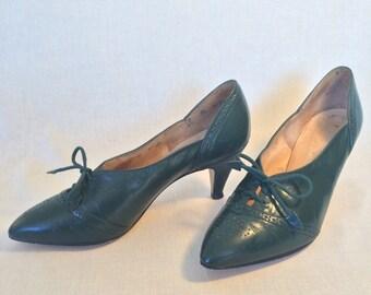 Vintage Green Oxford Heels // Johansen 60s 70s spectator pumps // Womens Brogues Size 7