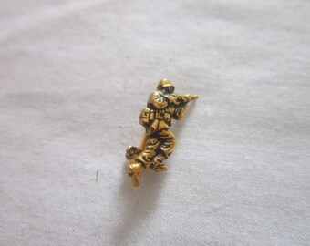 WW 2 U S Military Gold Filled Fighting Soldier with Rifle Pinback