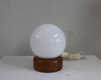 Table lamp in white opaline on a 1960/1970 vintage wooden base