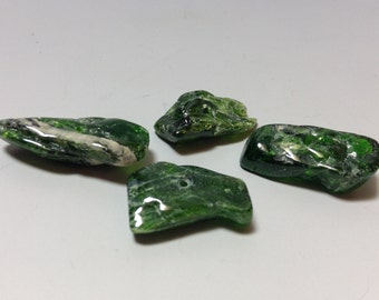 Chrome Diopside bead 16 to 20mm long