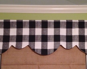 Ready To Ship......Cute Gingham Check Fabric Shaped Rod Pocket Lined Valance Display.......Hand Made.