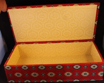 Vintage French fabric box. c1960. Lovely condition