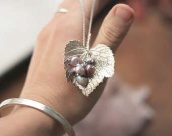 Silver-plated grape leaf pendant with pearls, botanical jewelry, boho style, electroforming, nature inspired,electroformed leaf necklace