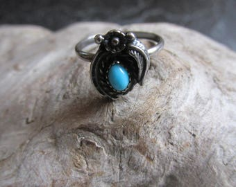 Silver Turquoise Delicate Ring Floral and Leaf Accents Size 7