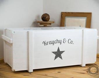 Weiße Wäschetruhe mit individuellem Wunschmotiv - Schlafzimmermöbel - Schlafzimmeraufbewahrung - Wäscheaufbewahrung - Holzkiste Aufbewahrung