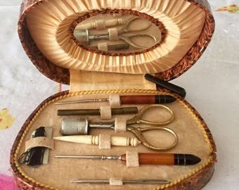 Necessary for sewing box, sewing art déco, utensils of silver metal and bakelite box.