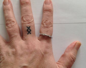 10k White Gold Diamond Eternity Ring -- Size 7