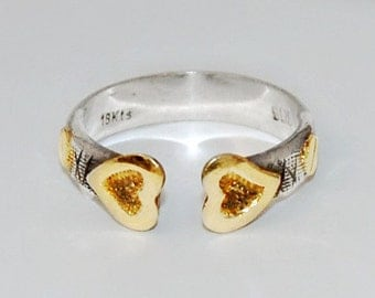 Edgy 80's 18k and 925 silver hearts & screws industrial romance ring, unusual etched sterling and gold sweetheart rigid open band, size 7.5
