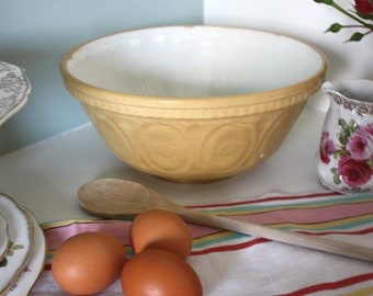 Vintage country cottage mixing/pudding bowl