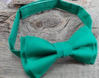 Kelly Green Bow Tie. Boys green bow tie. Toddler Kelly green bow tie. Fields Kelly Green bow tie. Christmas bow tie. Holiday bow tie. Bowtie