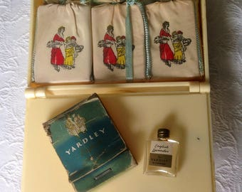 Antique Yardley English Lavender, antique Perfume, Antique Yardley Perfume Set, antique Crushed Lavender Sachets, Yardley Collectibles