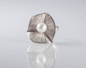 Sterling Sliver Striped Lily Pad with Pearl