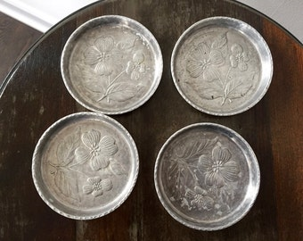 Vintage HAMMERED ALUMINUM COASTERS, Set of 4 Matching Floral Coasters by Stede