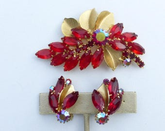 Weiss Brooch and clip on earring set ruby red rhinestones AA466