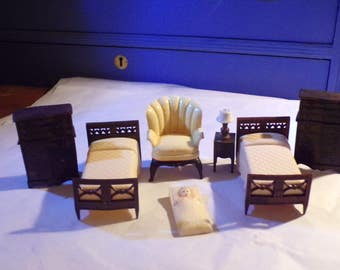 Renwal 8 Piece Miniature Dollhouse Furniture Vintage 50's - Price just lowered.