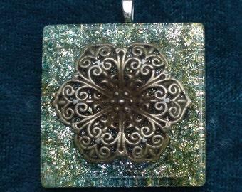 Anahata Flower Heart Chakra-Tuning Blue Orgone 35mm Pendant 72 energy harmonizing crystals Quartz black cord silver chain