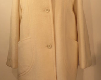 Vintage 1960s beautiful snow white pure new wool coat. Fully lined, great seamed pocket detail, immaculate. UK size 22, US 20, EU 50.