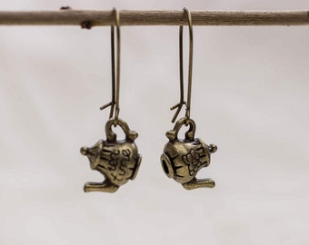 Earrings with small teapot in bronze